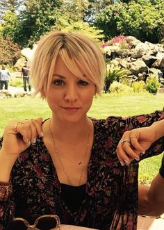 Some unknown facts about Kaley Cuoco: Does Kaley Cuoco smoke?: Yes Does Kaley Cuoco drink alcohol? Short Hair Cute, Short Hair Styles, Short Bob Hairstyles, Cool Hairstyles, Everyday Hairstyles, Formal Hairstyles, Ponytail Hairstyles, Hairstyle Ideas, Wedding Hairstyles