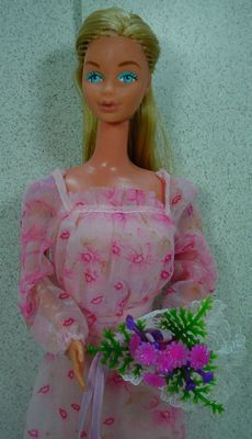 Mattel 1979 Kissing Barbie Doll with Original Outfit and Accessories.