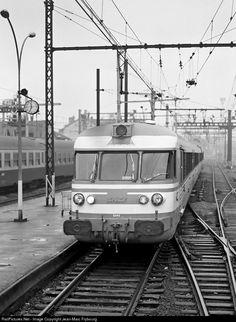 RailPictures.Net Photo: T 1501 SNCF ETG at Aix-les-Bains, France by Jean-Marc Frybourg