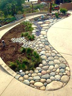 Amazing wonderful diy backyard garden ideas with stone flower beds 4 - front yard landscaping ideas simple Landscaping With Rocks, Front Yard Landscaping, Landscaping Ideas, Mulch Landscaping, Small Garden Landscape, Landscape Design, Abstract Landscape, Diy Garden, Garden Projects