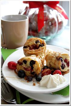 Biscoff Syrup with Fresh Berry Popovers  | Doughmesstic
