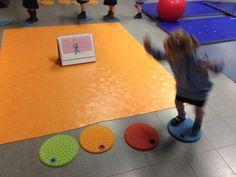Schrijfdans thema 8: Regenboog Grootmotorische bewegingen:  Fit voor leren 2 p21 hinkelkampioen
