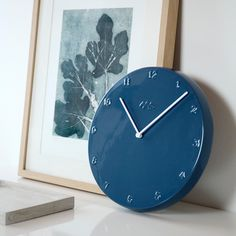 This large and stunning pigeon-coloured Ora wall clock with white hands from Kähler can become that extra detail in your home.