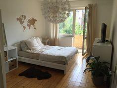 Mitten in Eppendorf - Gemütliches Schlafzimmer in Hamburg mit Weltkarte an der Wand #Hamburg #WG #Wandgestaltung #Weltkarte #Schlafzimmer
