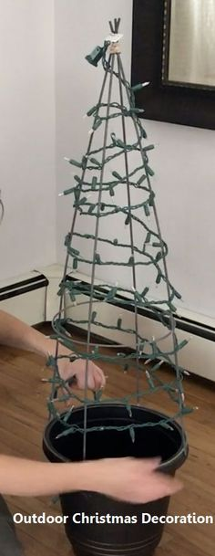 We're so copying her gorgeous tomato cage trick for our living room is part of Christmas crafts Outdoor - We're so copying her gorgeous tomato cage trick for our living room Christmas Topiary, Diy Christmas Lights, Christmas Porch, Outdoor Christmas Decorations, Simple Christmas, Fall Topiaries, Garland For Christmas Tree, Homemade Christmas, Livingroom Christmas Decor