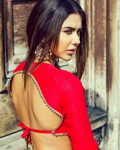 Here is the latest collection of bollywood actress latest saree hd photos stills saree photo shoots magazine covers latest saree images.Bollywood Actress hot photos in saree hd wallpapers. Indian Fashion Trends, India Fashion, Asian Fashion, Women's Fashion, Indian Attire, Indian Wear, Indian Dresses, Indian Outfits, Indian Clothes