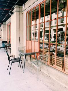 industrial modern exterior of the manufactory at row dtla. #dtla #downtownlosangeles #industrial #modern #aarchitecture #warehouse #convertedwarehouse #patiofurniture #outdoortable #outdoorchairs #metaltable #metlachairs