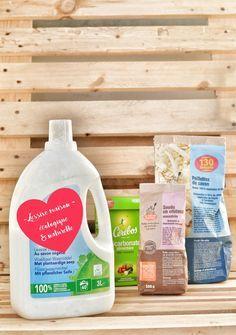 Je viens vous livrer ma recette de lessive maison naturelle et écologique que j'utilise depuis plusieurs mois maintenant. Après plusieurs essais de recettes trouvées ici et là, ou conseillées…