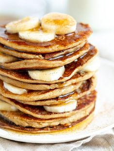 Easy Banana Oat Pancakes made in the blender with just FOUR ingredients! Gluten-free, vegan, and a delicious way to start the day. Banana Oat Pancakes, Oatmeal Muffins, Banana Oats, Oatmeal Cookies, Banana Bread, Zucchini Banana, Zucchini Muffins, Greek Yogurt Muffins, Yogurt Pancakes