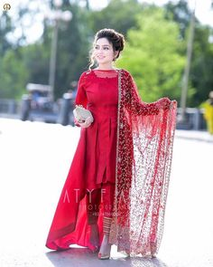Lovely Girl Picture Source by dresses indian Pakistani Fashion Party Wear, Pakistani Wedding Outfits, Bridal Outfits, Wedding Hijab, Stylish Dresses For Girls, Stylish Dress Designs, Stylish Dress Book, Simple Dresses, Elegant Dresses