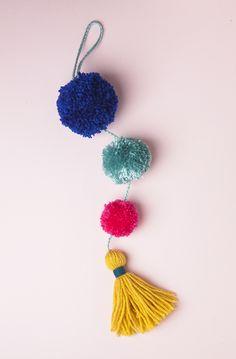 DIY Summer Pom-Pom Doorknob Garland
