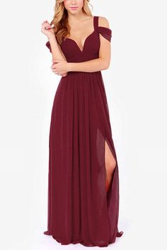 Make heads turn in this maxi dress. It is adorned with sleeveless, backless, cold shoulder and side split. Pair it with high heels. With floral print the dress makes you perfect.