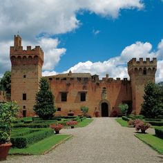 Oliveto Castle, Siena, Tuscany, Italy.  I could just live in here....