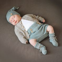 Knitting Patterns For Layette Sets - Diy Crafts - DIY & Crafts Baby Girl Dungarees, Baby Pants, Baby Girl Romper, Baby Boy Newborn, Baby Kids, Baby Outfits, Baby Boy Knitting Patterns, Knitting For Kids, Knitted Baby Clothes