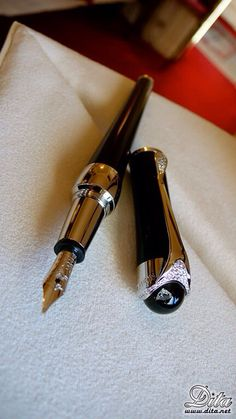 Darwin Design BLACK PEN LUXURY DESIGN IDEAL GIFT IDEA