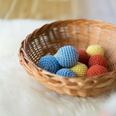 Kinder Farben lernen DIY Montessori chezmamapoule.com Diy Montessori, Wicker Baskets, Home Decor, Diy Kids Paint, Learning Colors, Books For Kids, Language, Games, Tutorials