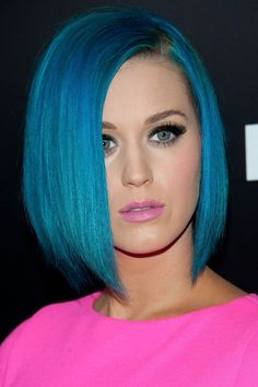 Katy Perry and Taylor Swift have this epic-and-unspoken-but-everyone-knows-it's-them pop diva feud. While Perry and Swift are throwing shade, Perry's real battle has zero to do with music and everything to do with hair and style. Katy Perry dyed her… Cute Hairstyles For Short Hair, Straight Hairstyles, Short Hair Styles, Blue Hairstyles, Hairstyle Names, Scene Hairstyles, Celebrity Hairstyles, Trendy Hairstyles, Hair Color Blue