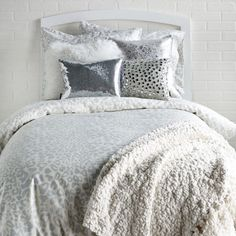 Stay warm and fabulous in the Snow Leopard collection. The different shads of silvers and grey go perfectly together. Add in some metallics and the room is picture perfect. #dorm #bedding #silver http://www.dormify.com/new/snow-leopard-collection