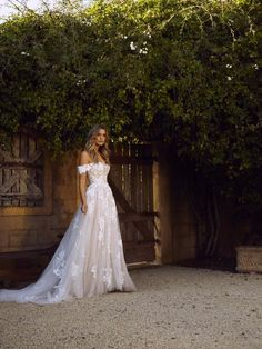 Wedding Day 41 Inspiring Backyard Wedding Ideas for an Inexpensive Wedding Backyard Wedding Dresses, Dream Wedding Dresses, Wedding Gowns, Backyard Weddings, Wedding Dress 2018, Floral Wedding Dresses, Wedding Dress Beach, Mermaid Wedding, Strapless Wedding Dresses