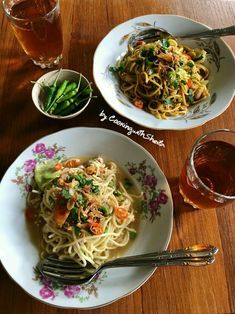 Resep Mie Nyemek khas Yogya oleh Cooking with Sheila Snack Recipes, Cooking Recipes, Healthy Recipes, Food N, Food And Drink, Indonesian Cuisine, Indonesian Recipes, Mie Goreng, Hainanese Chicken