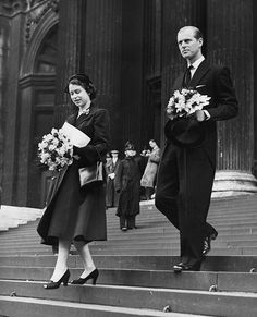 The Queen steps out at the Maundy Thursday service in Sheffield in 1953- Photo 4 | Celebrity news in hellomagazine.com