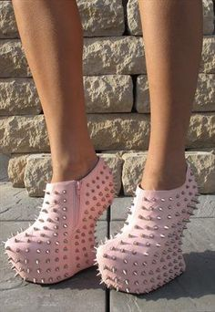 studded shoes #studded #heels http://www.loveitsomuch.com/