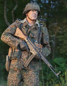 GSG Sturmgewehr 44 in World War Classic Reborn as Fun Plinker Anime Military, Military Gear, Military History, Ww2 Uniforms, German Uniforms, Military Uniforms, German Soldiers Ww2, German Army, Snipers