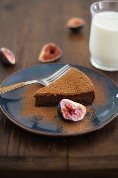 Gluten Free Chocolate Fig Cake | http://www.theroastedroot.net