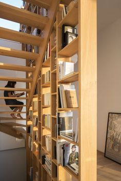 Home Library Architecture: 63 Smart & Creative Bookcase Loft / Studio. Image © Sonia Mangiapane and Peik Li Pang Loft Stairs, House Stairs, Attic Renovation, Attic Remodel, Home Library Design, House Design, Library Architecture, Apartment Balcony Decorating, Trendy Home