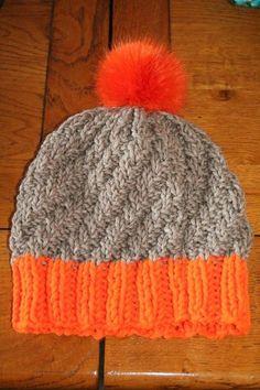 Bonnet à pompom taille Bonnet Crochet, Knit Crochet, Free Crochet, Crochet Pattern, Crochet Hats, Bonnet Hat, Owl Hat, Pom Pom Hat, Knitting Accessories