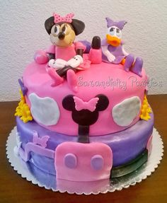 Minnie Mouse Cake. Daisy Duck