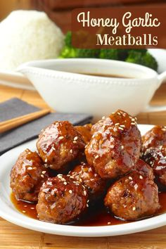 ♥♥This sauce is great on rice♥♥Honey Garlic Meatballs with an easy Honey Garlic Sauce recipe - make beef or pork meatballs with the easiest, most delicious Honey Garlic Sauce you'll find. Rock Recipes, Meat Recipes, Asian Recipes, Cooking Recipes, Quiche Recipes, Freezer Cooking, Yummy Recipes, Recipies, Healthy Recipes