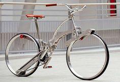 O designer italiano Gianluca Sada, aliando inovação e funcionalidadecrioua Sada Bike, uma bicicleta dobrável e prática, que fica do tamanho de um guarda-chuva e pode ser guardada na própria moch…