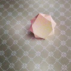 「紙でできたダイアモンド*お部屋に飾りたい、精巧なペーパーダイアモンドの作り方」に含まれるinstagramの画像|MERY [メリー]