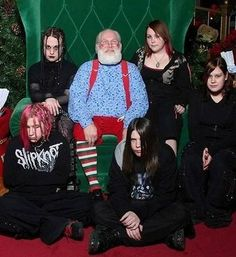 Who says you can't be goth and still have holiday spirit?