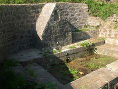 PLOUENAN : Fontaine de Kerlaudy