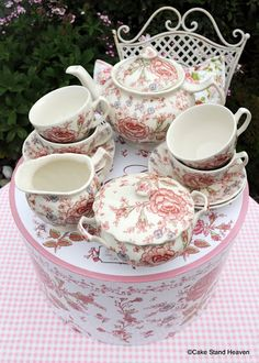vintage johnson brothers TEAPORS | Johnson Bros. Rose Chintz Boxed Tea Set for Four