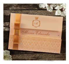 Convite de 15 Anos Dourado                                                                                                                                                                                 Mais Quinceanera Invitations, Birthday Party Invitations, Wedding Invitations, 15th Birthday, 15 Years, Save The Date, Wedding Cards, Wedding Details, Dream Wedding
