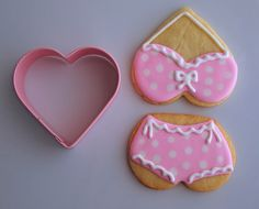 Pink polka dot bathing suit cookies using a heart-shaped cookie cutter! Summer Cookies, Fancy Cookies, Heart Cookies, Valentine Cookies, Iced Cookies, Cute Cookies, Cupcake Cookies, Cupcakes, Valentines