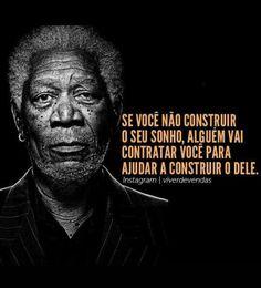 """Frases: """"Se você não construir o seu sonho, alguém vai contratar você para ajudar a construir o dele."""" (Morgan Freeman)"""