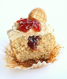 Peanut Butter and Jelly Cupcakes/great presentation