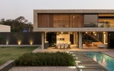Image 16 of 33 from gallery of House Jonker / Thomas Gouws Architects. Photograph by David Ross Modern Architecture House, Residential Architecture, Modern House Design, Architecture Design, Layouts Casa, House Layouts, Villa Design, Concrete Houses, Dream House Exterior