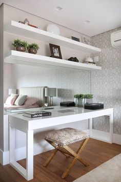 Ideas home office quarto casal pequeno for 2019 Bedroom Desk, Room Ideas Bedroom, Room Decor, Mirror Bedroom, Wall Decor, Home Office Design, Home Office Decor, Design Offices, Dream Rooms