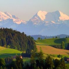 9 days of hiking the Alpine Trail through the Emmental area in Switzerland is a wonderful experience. And you get to start in pristine Lucerne.