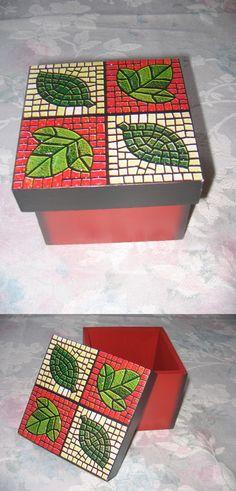 Caixa com Falso Mosaico por Nil Oliver.