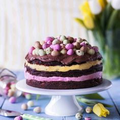 Pääsiäiskakku // Easter Cake Food & Style Riikka Kaila, Photo Satu Nyström Maku www. Joko, Easter Recipes, Mini Cakes, Cake Cookies, Cupcakes, Let Them Eat Cake, Beautiful Cakes, Love Food, Cake Decorating