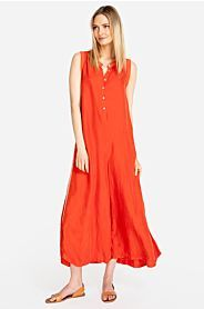 Keep our Sami Cupra Jumpsuit handy as part of your boho-casual options thanks to its trendy cropped, wide-leg fit. This laid-back jumpsuit is crafted of cupra fabric and boasts a sleeveless fit with button detailing. Intricate taping down the sides brings Womens Fashion Casual Summer, Womens Fashion For Work, Fashion Fall, Fashion Edgy, Fashion Trends, Classic Style Women, Fashion Over 50, Urban Fashion, Plus Size Fashion