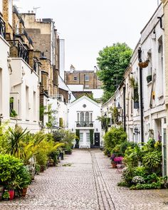 A beautiful mews street in South Kensington, London, England London Street, London City, Film Locations London, London Architecture, Gothic Architecture, Ancient Architecture, Mews House, London Blog, Cities