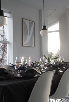 Christmas table setting by Elisabeth Heier