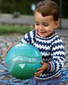 Fin barnesweater med et super flot og moderne retromønster. Baby Sweater Knitting Pattern, Crochet Baby Cardigan, Knit Baby Sweaters, Boys Sweaters, Baby Knitting Patterns, Crochet Pattern, Knitting Sweaters, Drops Design, Knitting For Kids